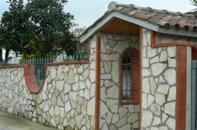 Facciata casa in pietra good idee per la facciata di una - Costruire casa in pietra ...